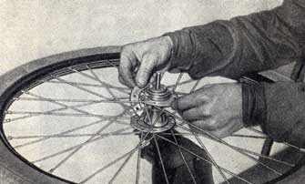 How the chain is mounted. Picture from instruction catalogue.